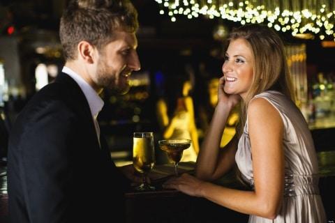 ragazza chiedendo ragazzo fuori dating online