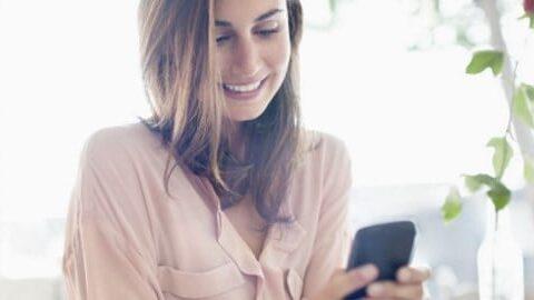 """Come chiedere a una ragazza di uscire per messaggio: il metodo per invitarla a uscire e farti dire """"sì"""""""